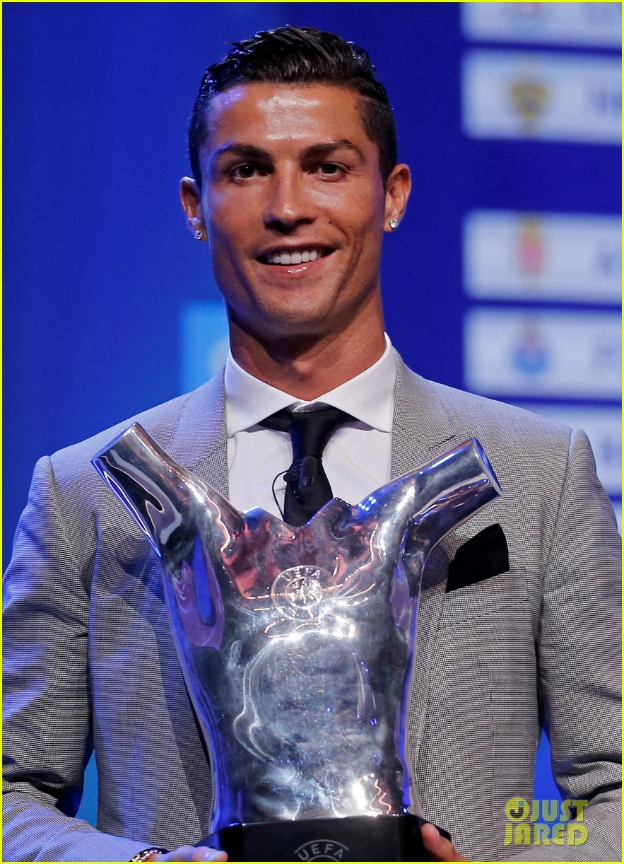 cristiano ronaldo named uefa mens player of the year 013945653