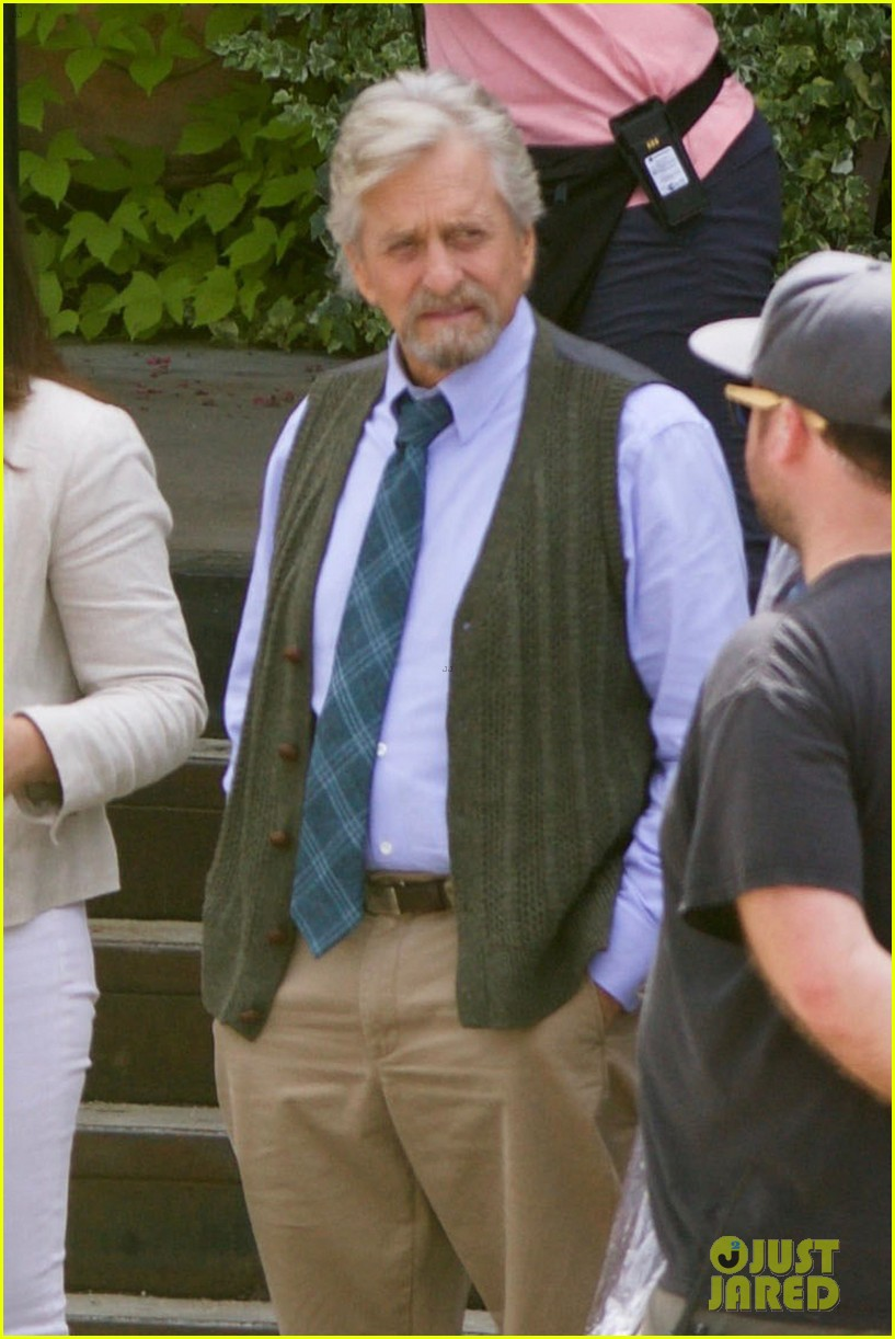 paul rudd spotted on ant man and the wasp set with evangeline lilly 103940945