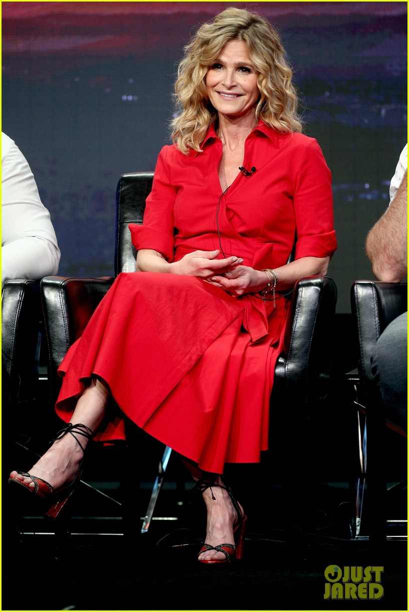 kyra sedgwick joins 10 days in the valley costars at tcas 023938548