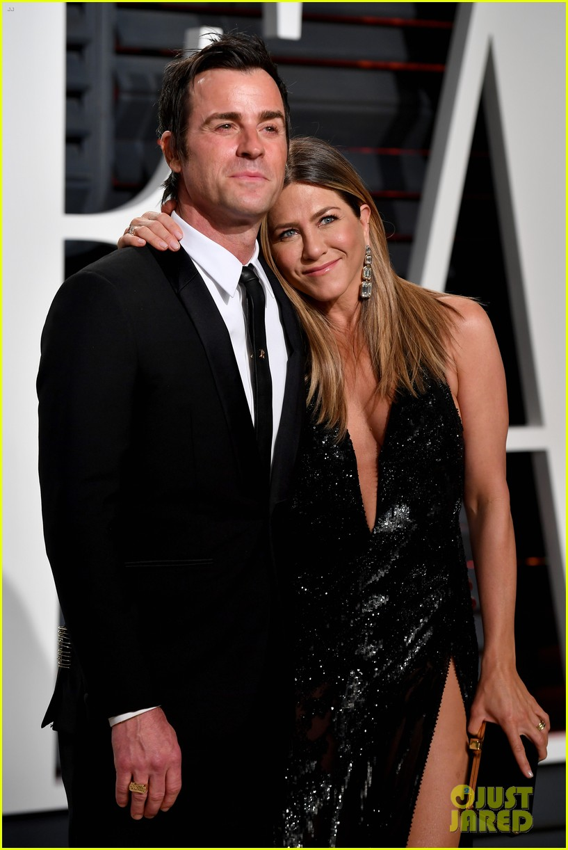 justin theroux shares sweet pic with jen on anniversary 013938112