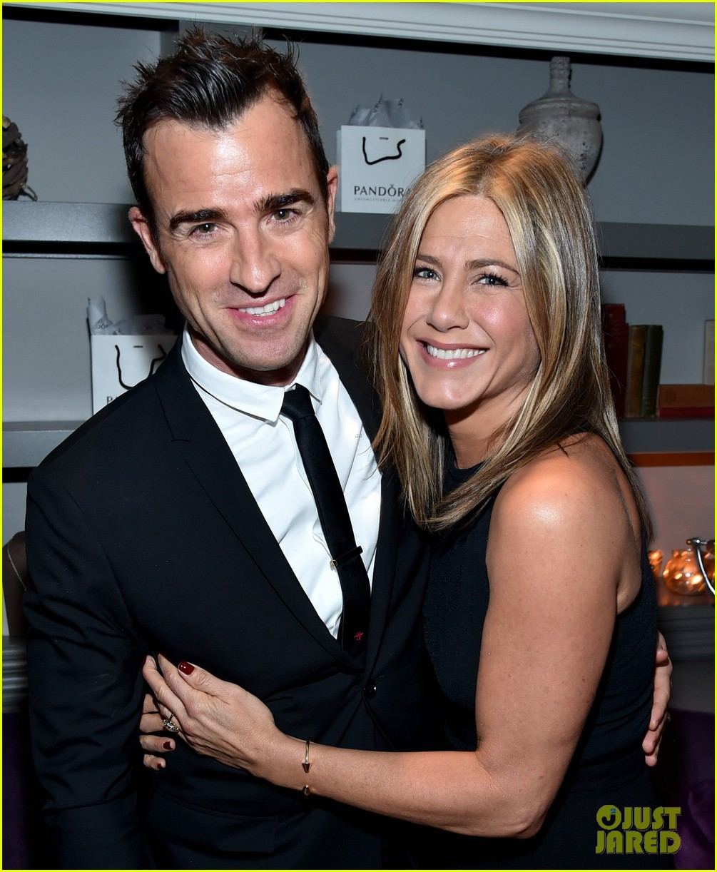 justin theroux shares sweet pic with jen on anniversary 023938113