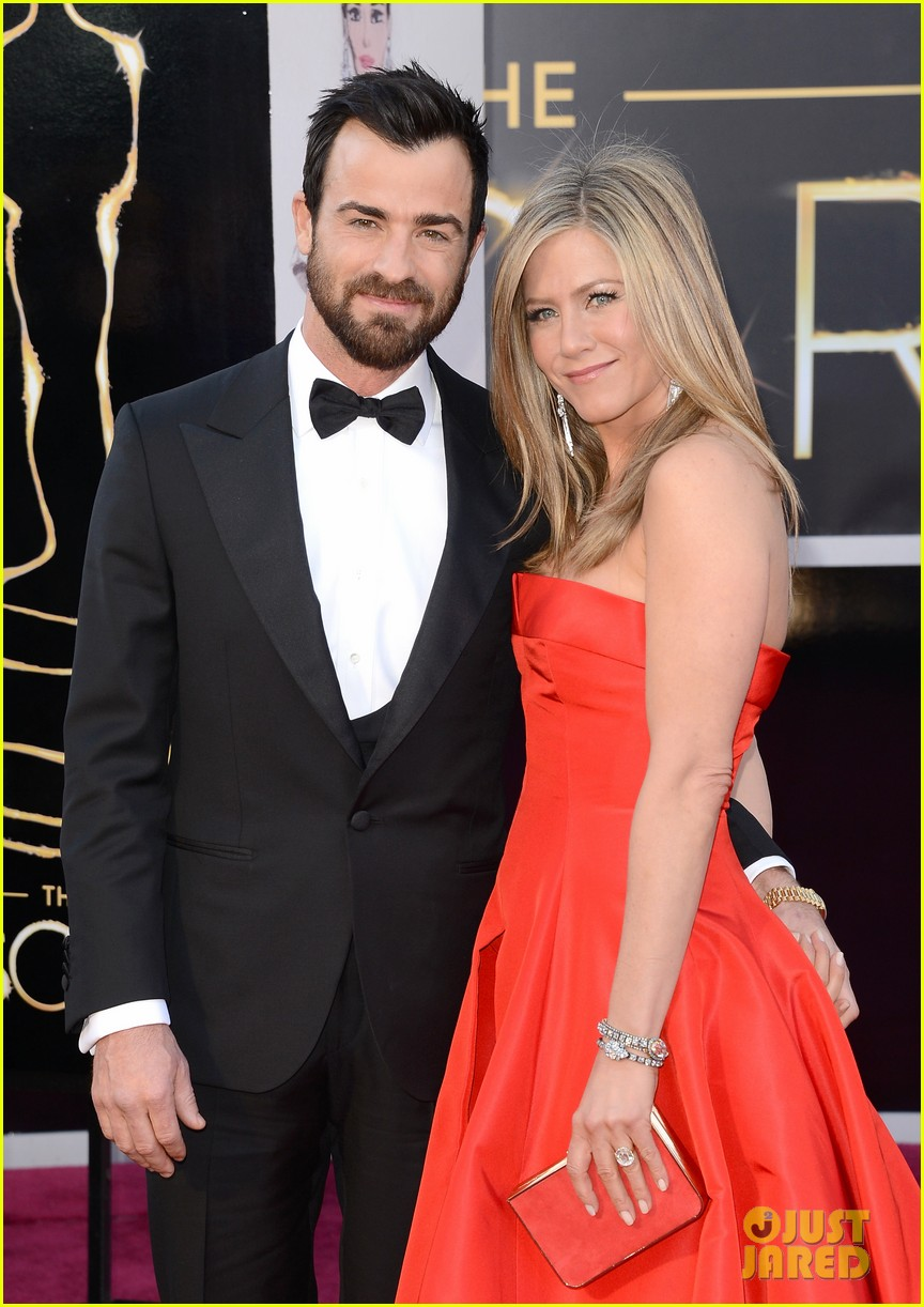justin theroux shares sweet pic with jen on anniversary 053938116
