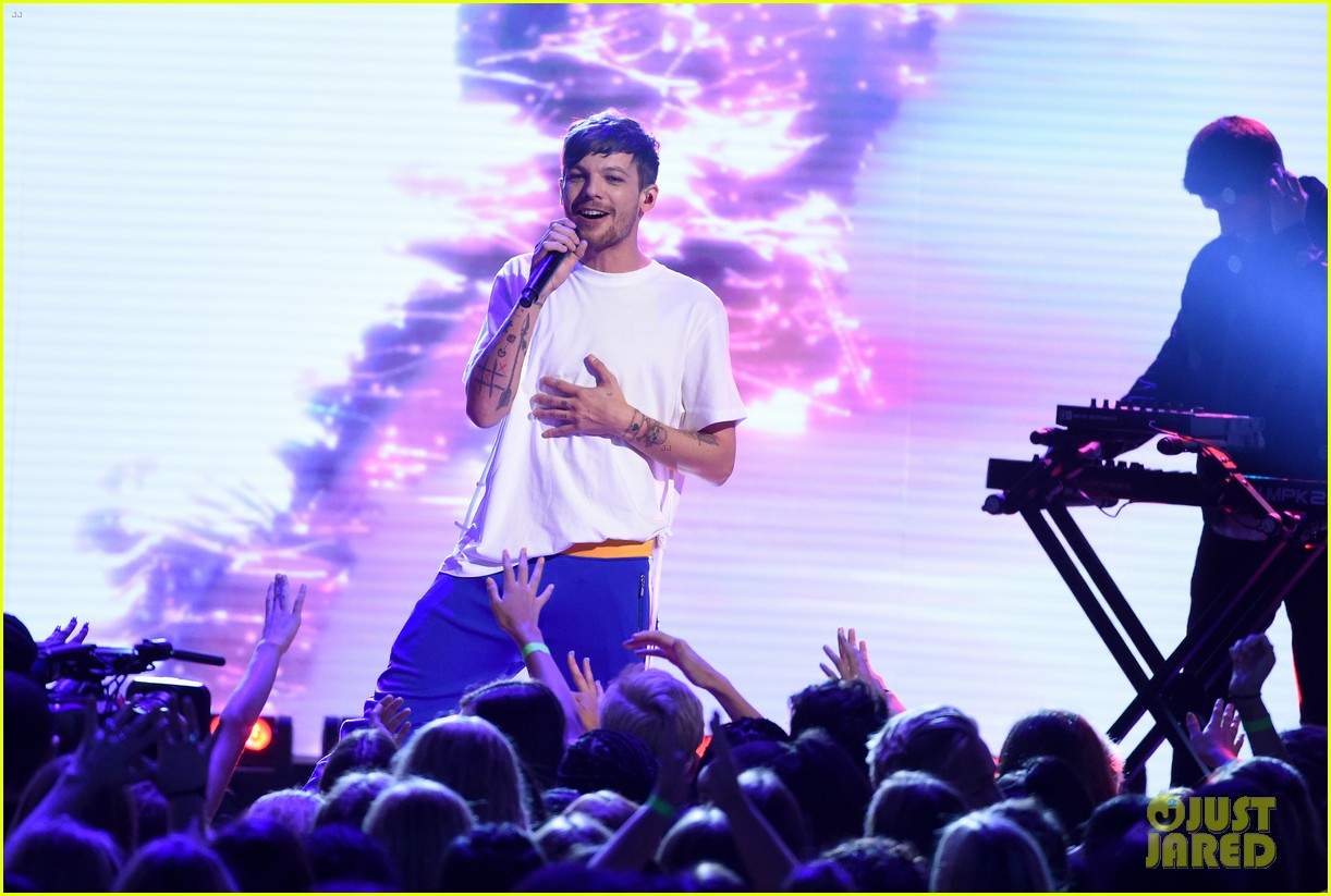 louis tomlinson and bebe rexha perform back to you at teen choice awards 2017 053941481