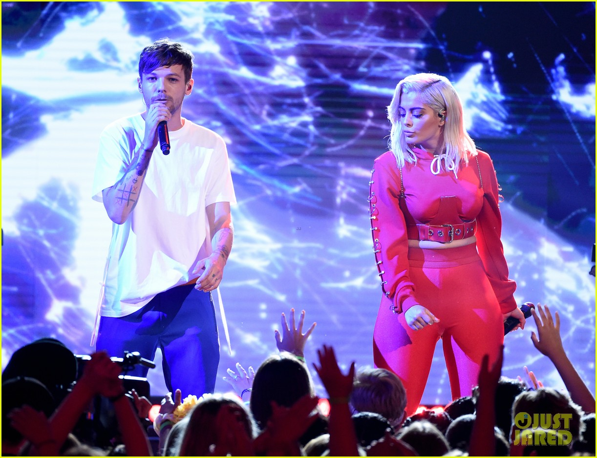 louis tomlinson and bebe rexha perform back to you at teen choice awards 2017 083941484