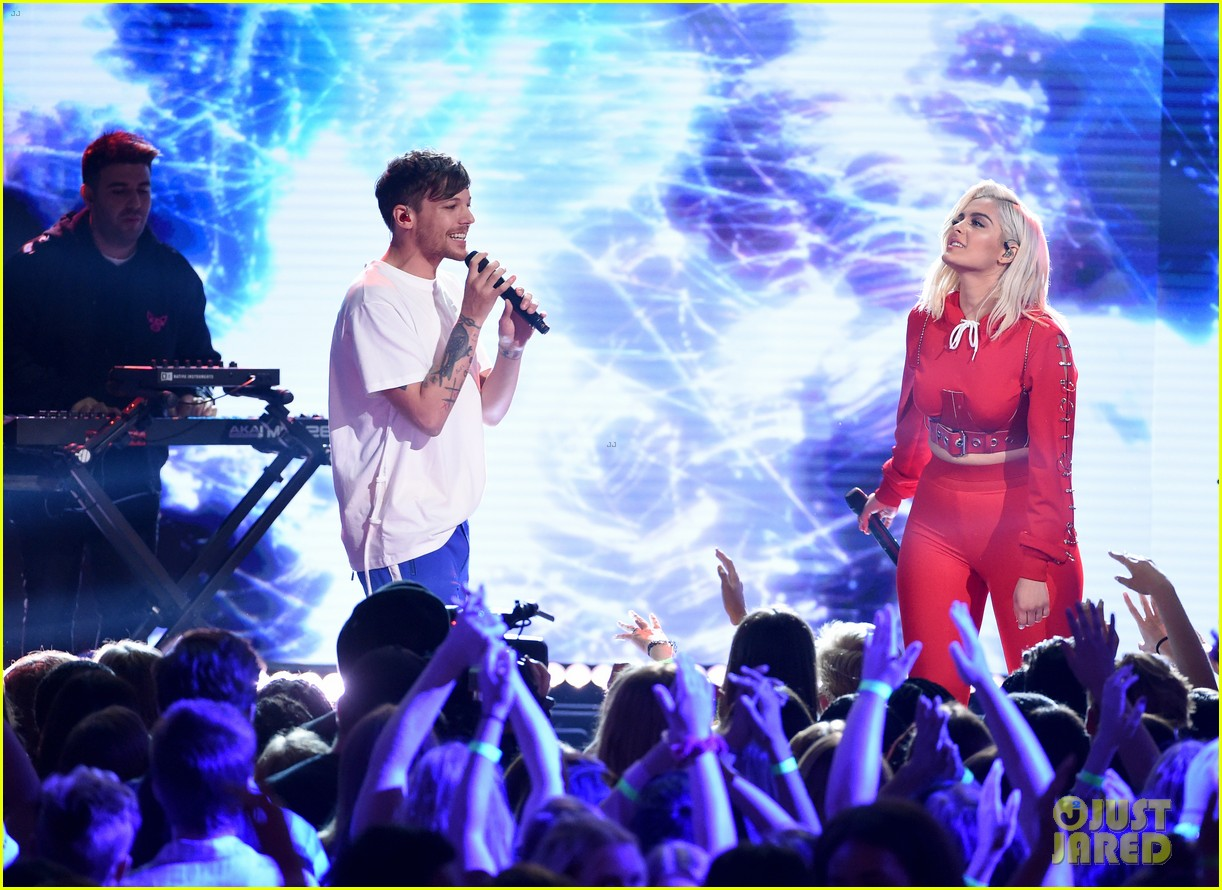 louis tomlinson and bebe rexha perform back to you at teen choice awards 2017 093941485