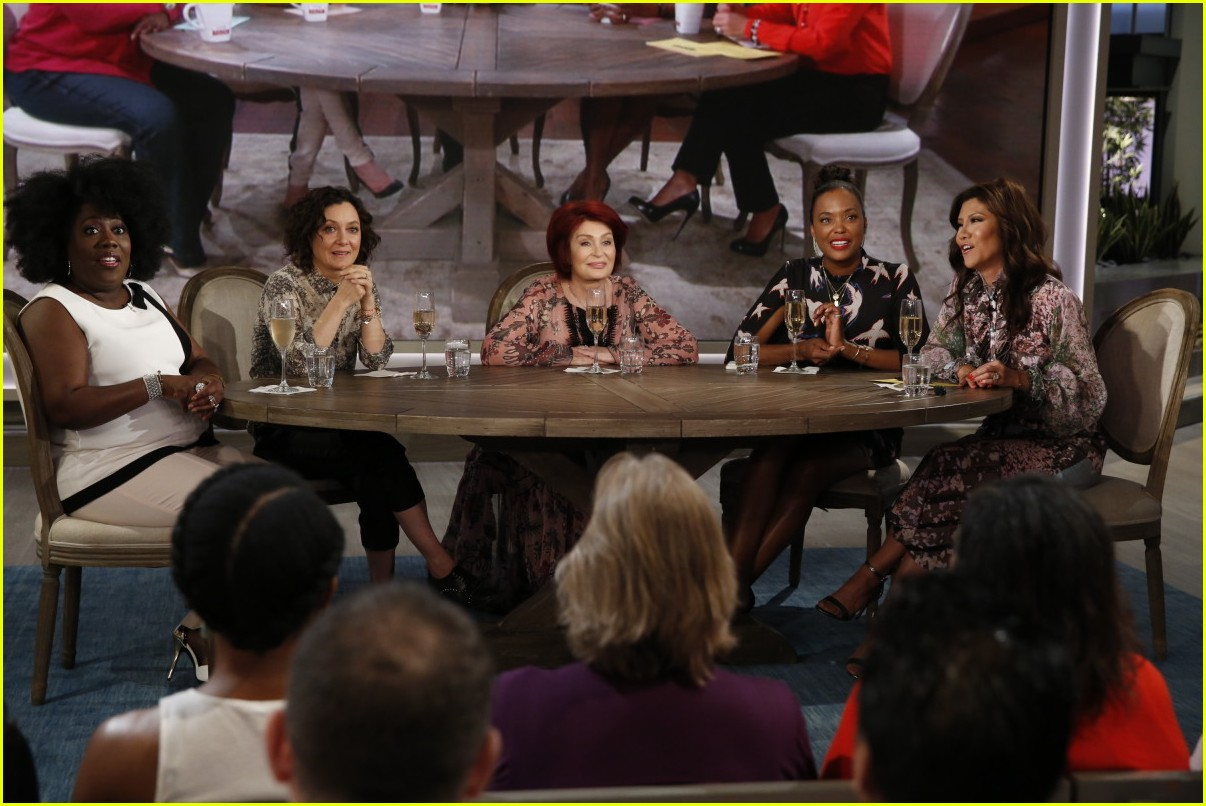 aisha tyler says goodbye to the talk with an emotional send off 033937877