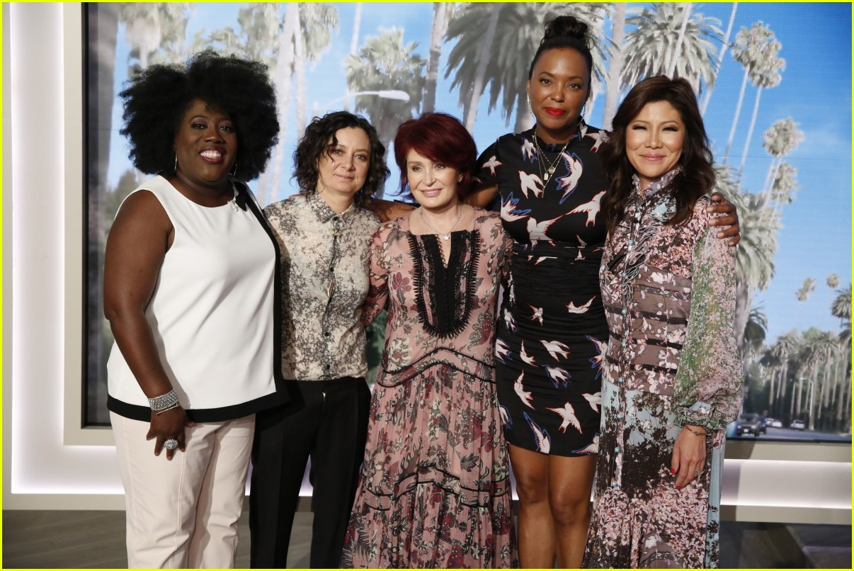 aisha tyler says goodbye to the talk with an emotional send off 123937886