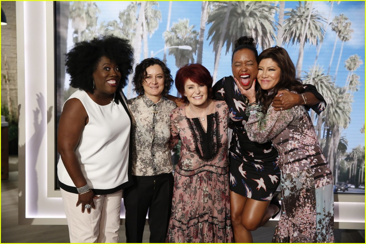 aisha tyler says goodbye to the talk with an emotional send off 143937888