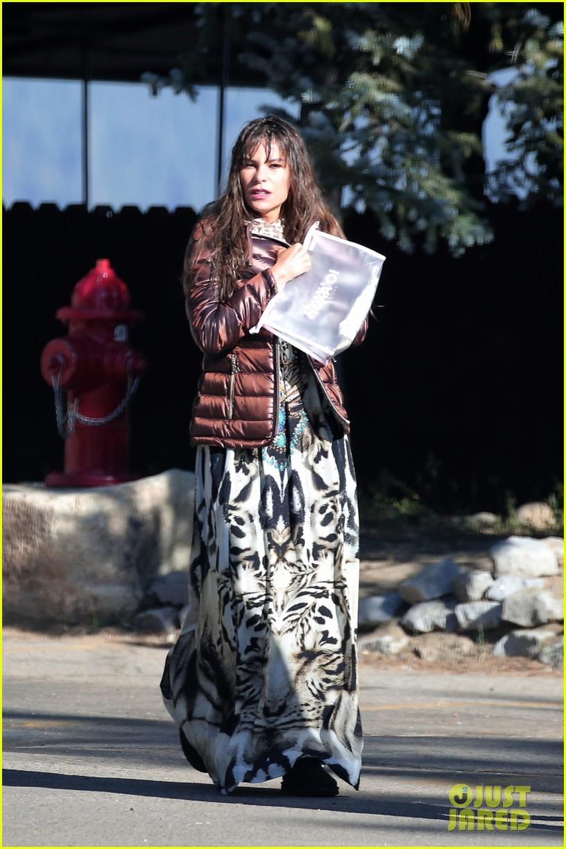 sofia vergara modern family hit lake tahoe for season 8 premiere episode 013947703