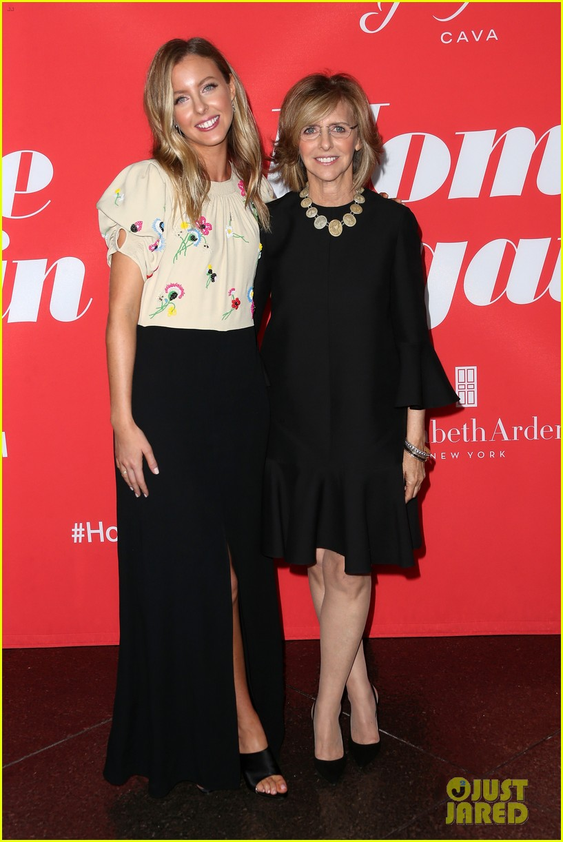 reese witherspoon takes lookalike daughter ava to home again premiere 033947896