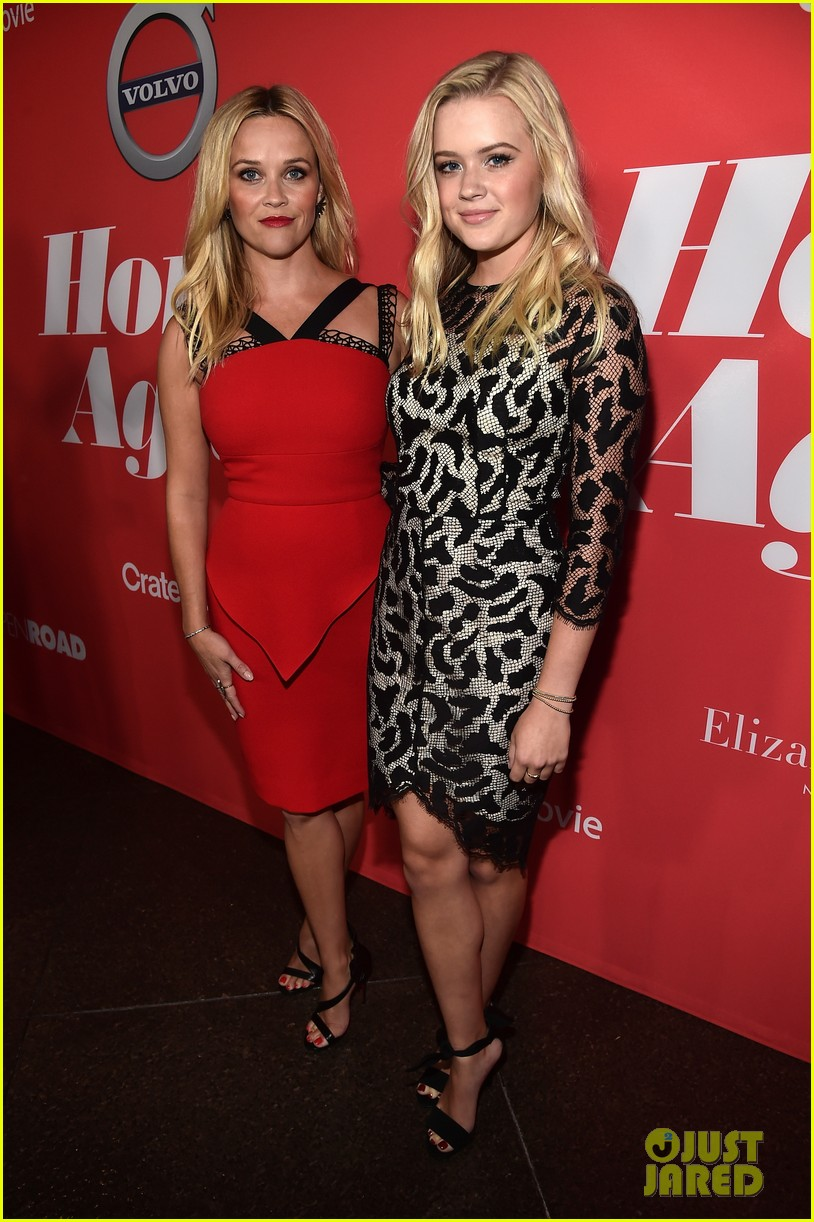 reese witherspoon takes lookalike daughter ava to home again premiere 053947898