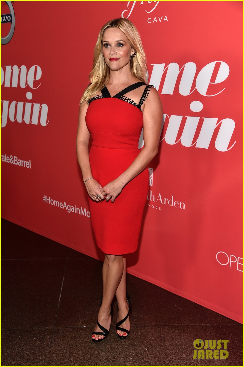 reese witherspoon takes lookalike daughter ava to home again premiere 233947916