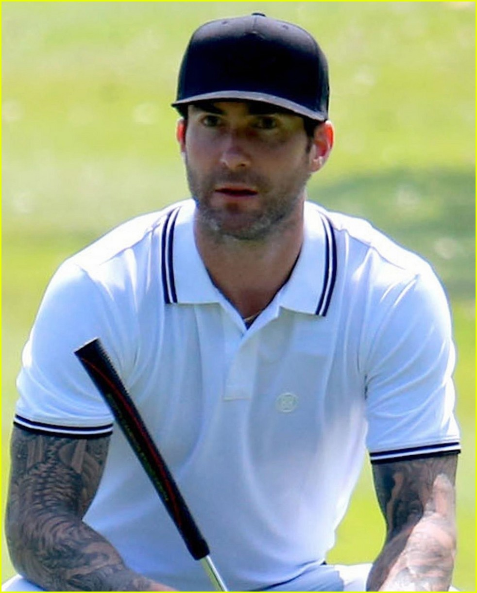 adam levine steps out after pregnancy news 013960429