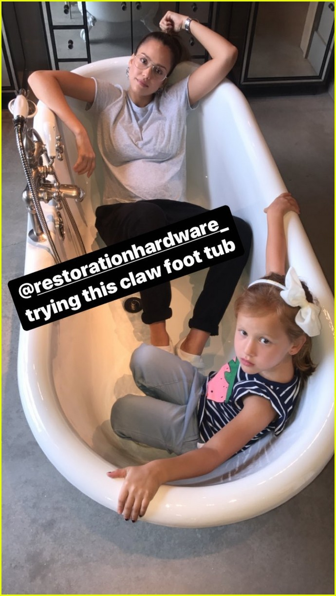 pregnant jessica alba and family go bathtub shopping 143958910