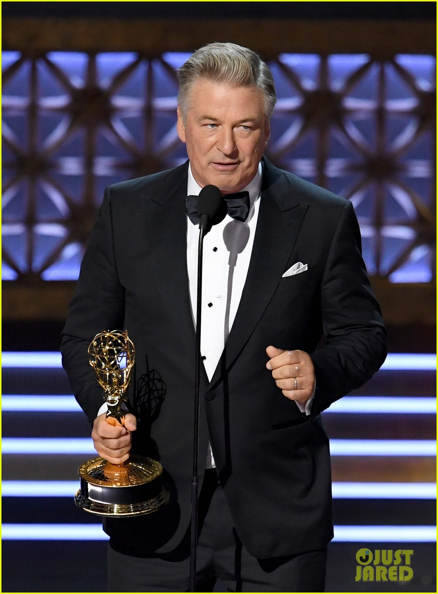 alec baldwin dedicates his emmys win to donald trump 073959471