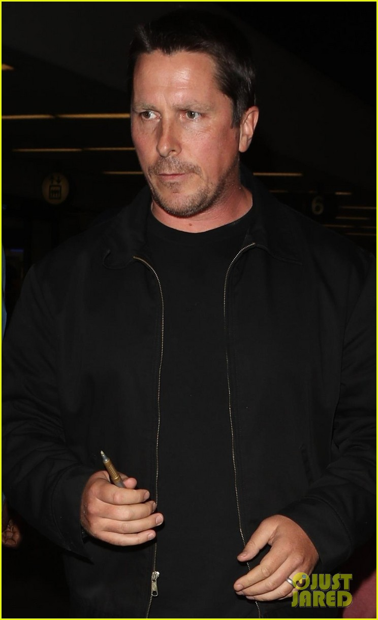 christian bale shows off his filler figure at lax 033956762