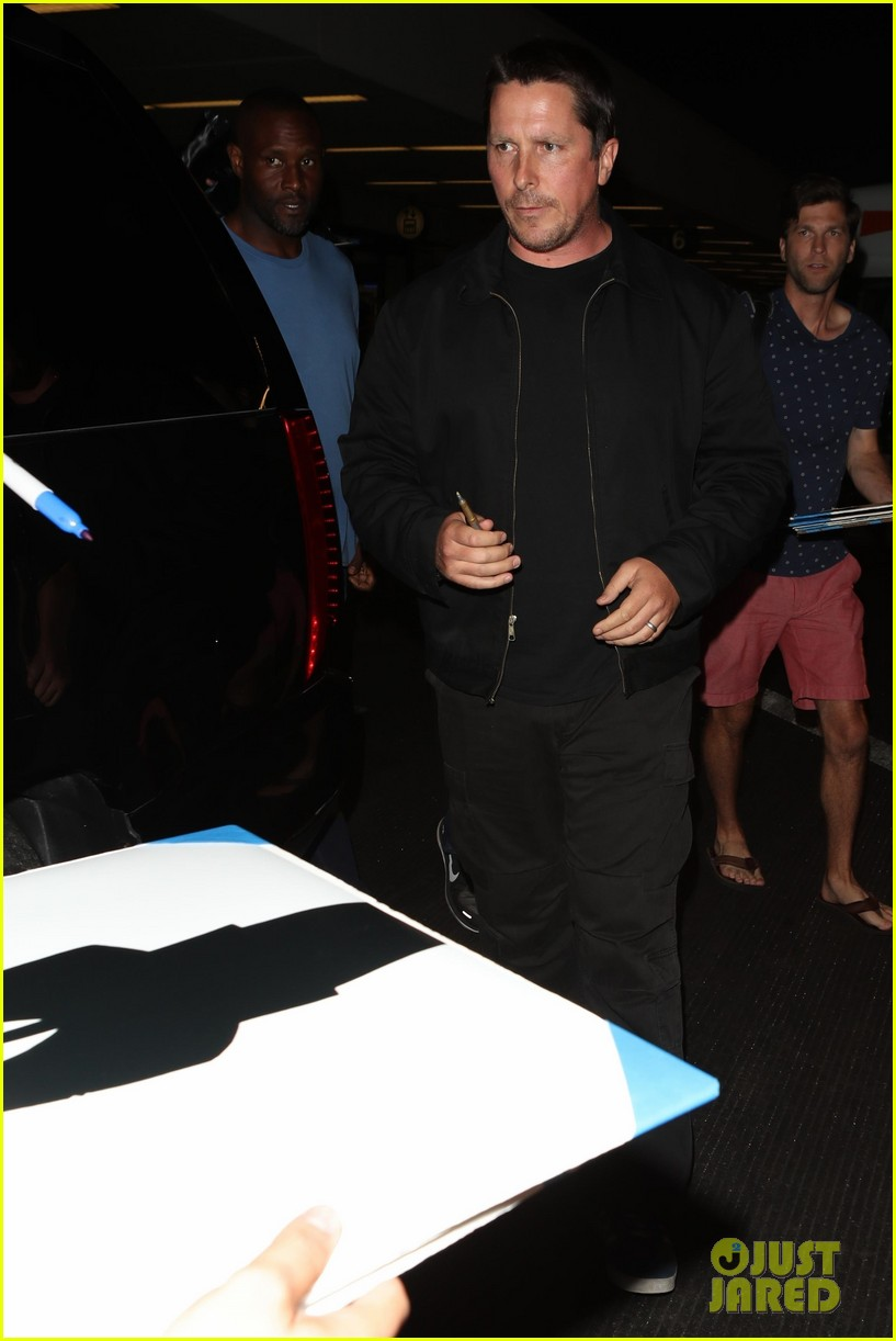 christian bale shows off his filler figure at lax 063956765