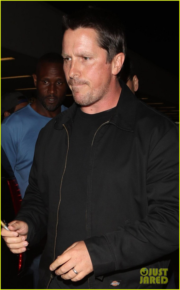 christian bale shows off his filler figure at lax 083956767