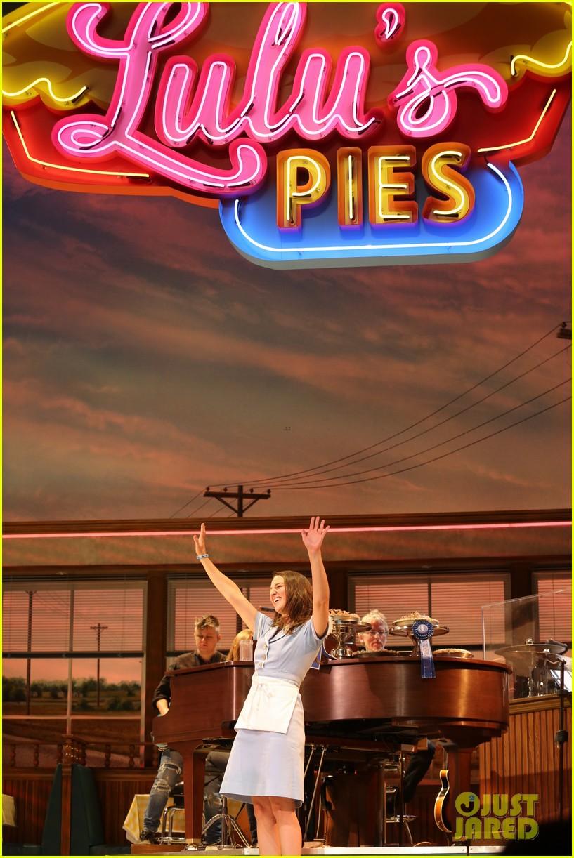 sara bareilles hosts new edition of waitress cast album karaoke 053962466