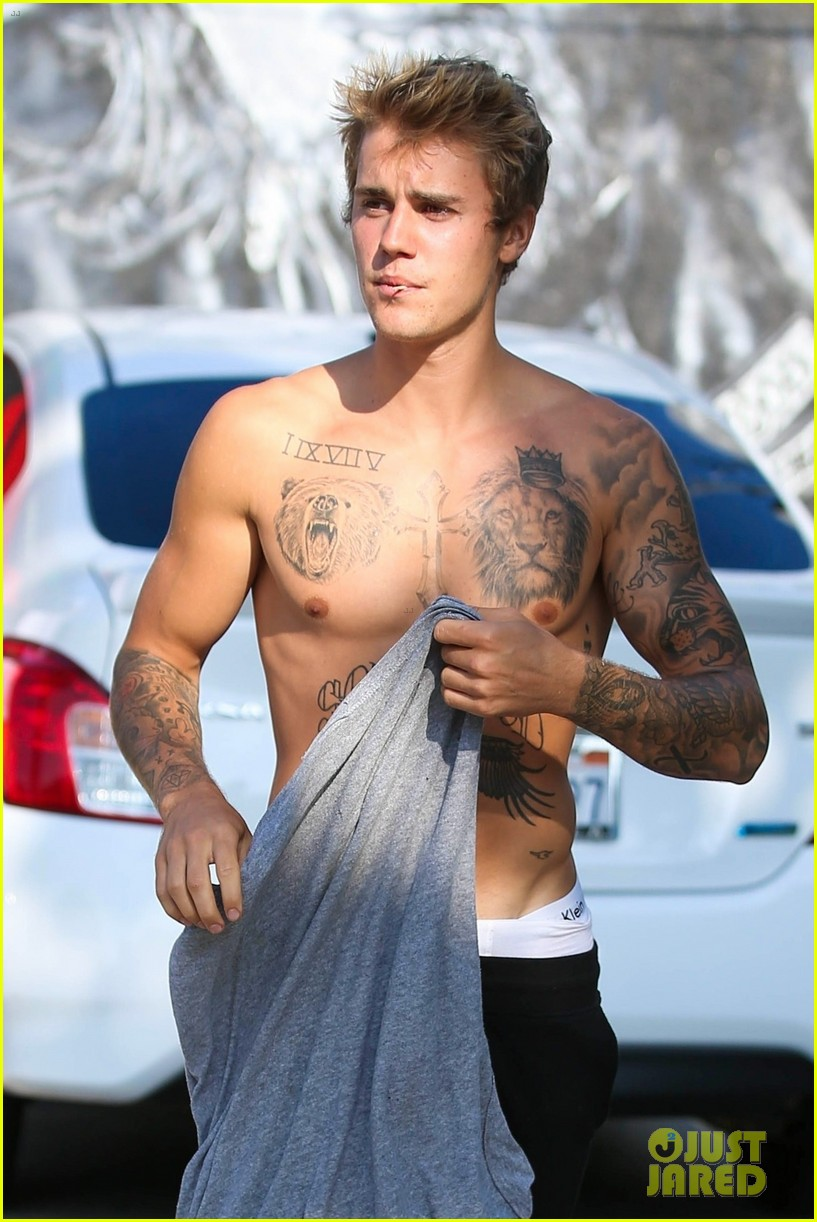 justin bieber shirtless skateboarding 053960096