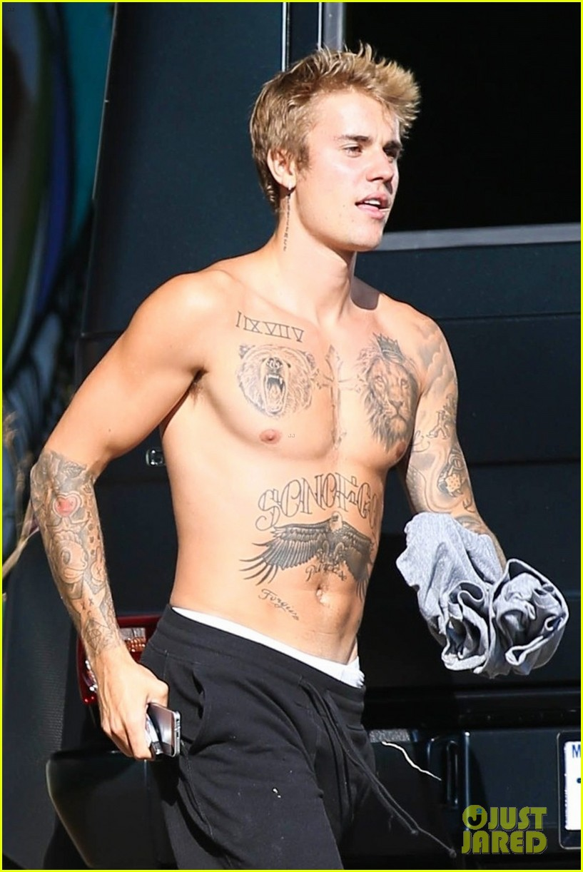 justin bieber shirtless skateboarding 073960098