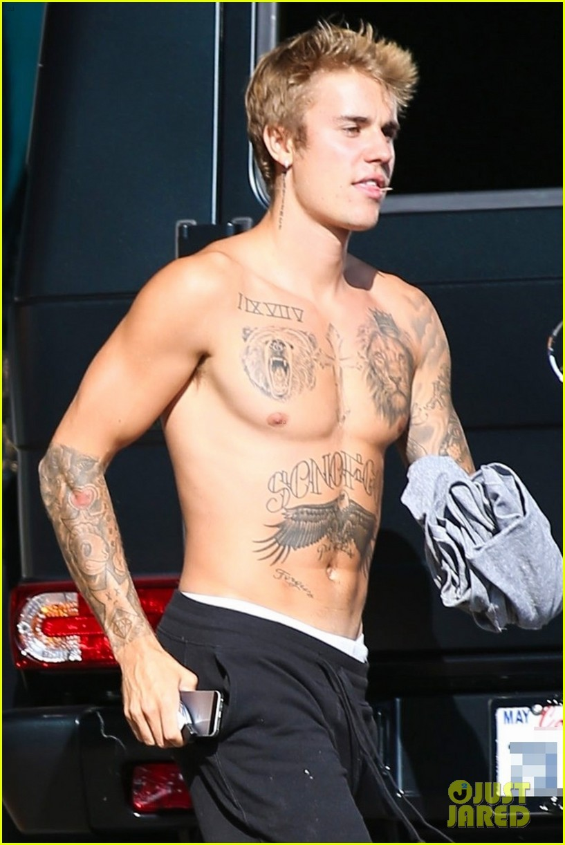 justin bieber shirtless skateboarding 11