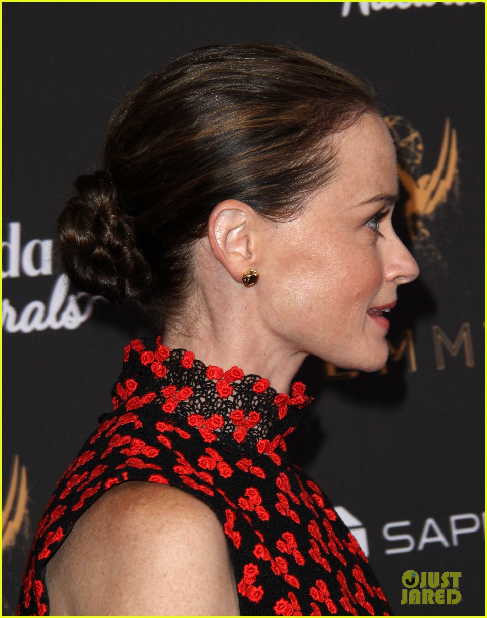 Emmy Winner Alexis Bledel Joins Handmaid S Tale Co Stars At Pre Emmys Event Photo 3958166 2017 Emmys Weekend Alexis Bledel Ann Dowd Lauren Morelli Madeline Brewer Samira Wiley The Handmaid S Tale Yvonne Strahovski