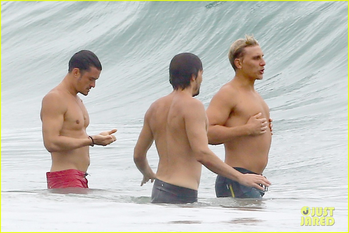 orlando bloom goes shirtless in malibu for labor day weekend 243950545