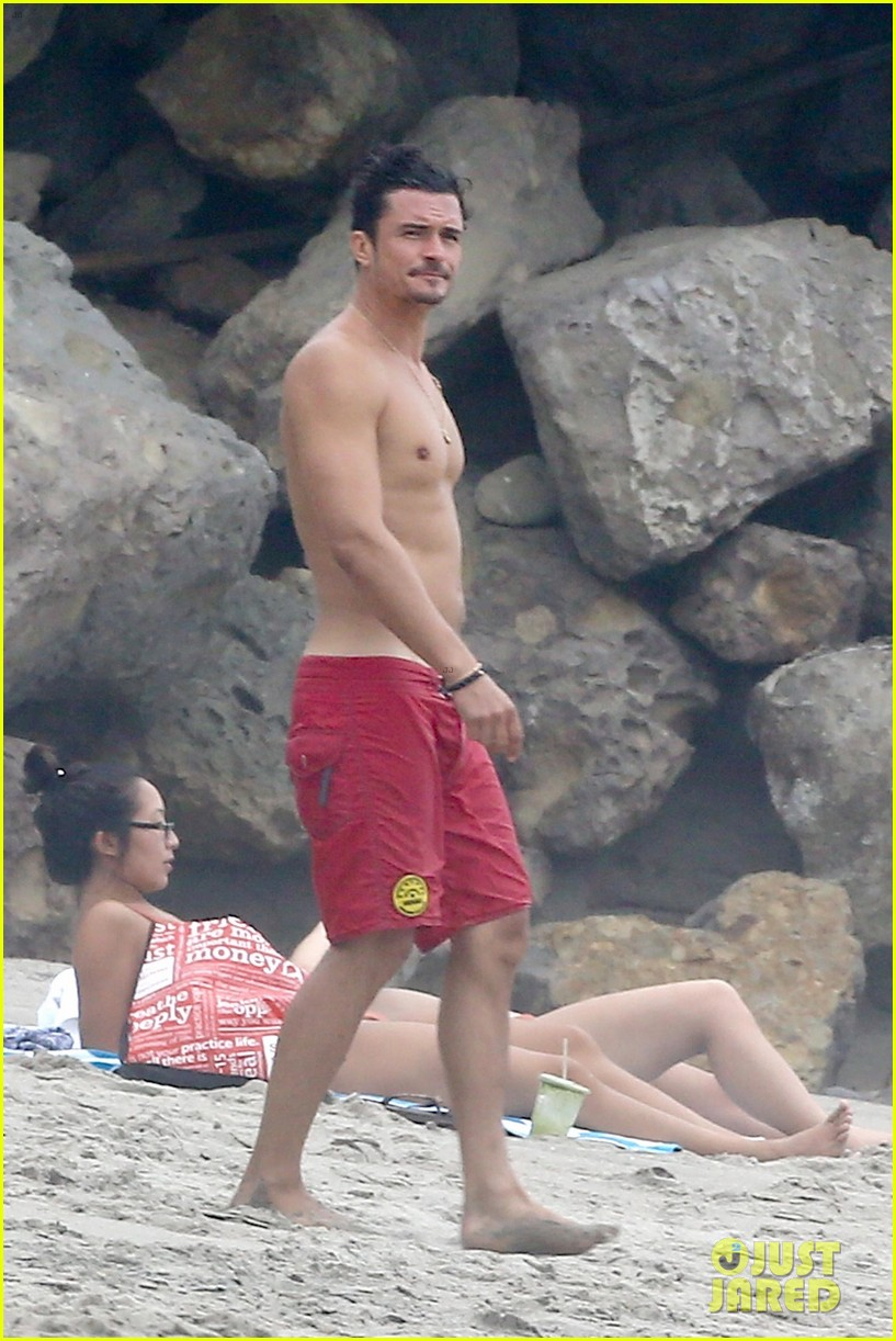 orlando bloom goes shirtless in malibu for labor day weekend 303950551