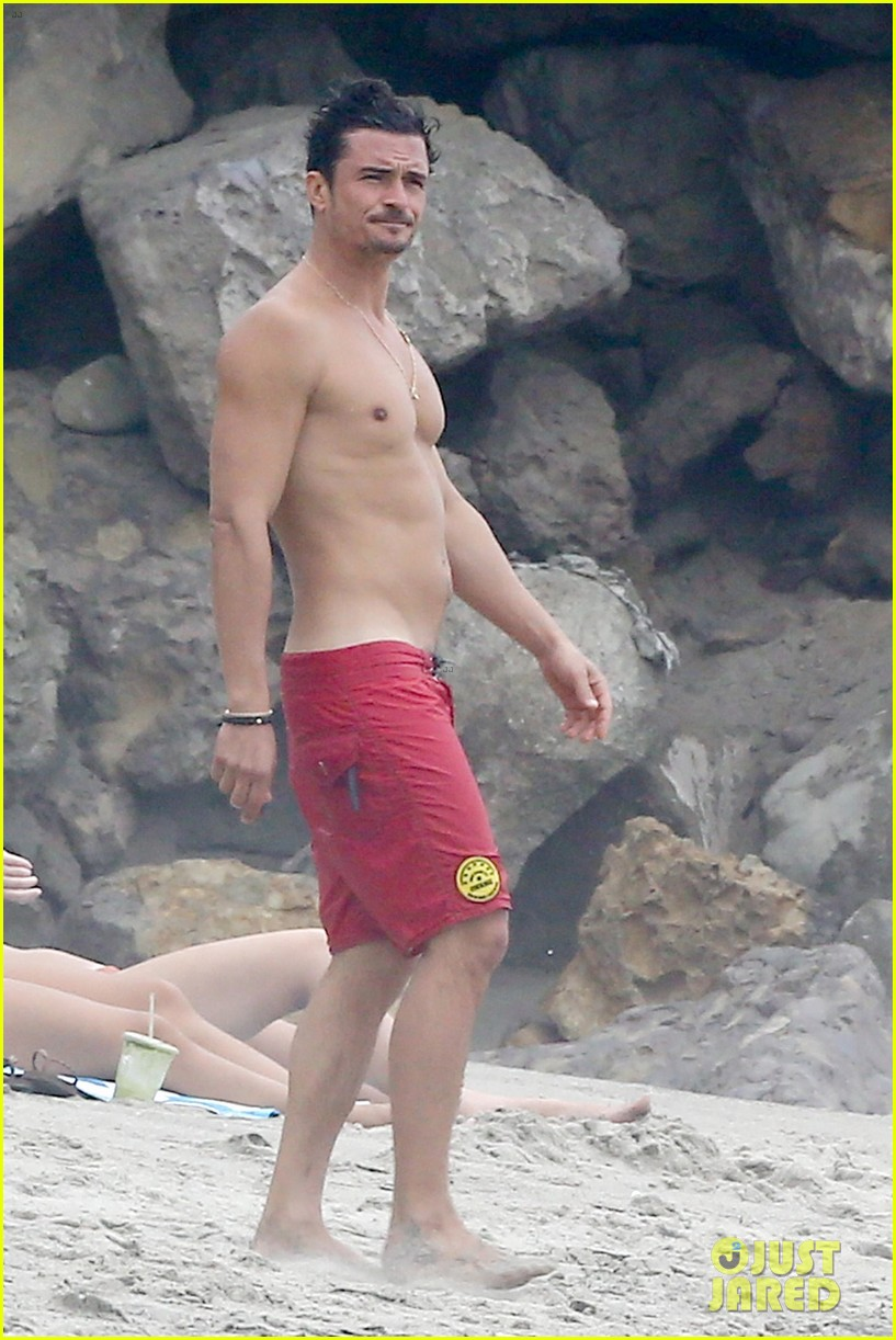 orlando bloom goes shirtless in malibu for labor day weekend 313950552