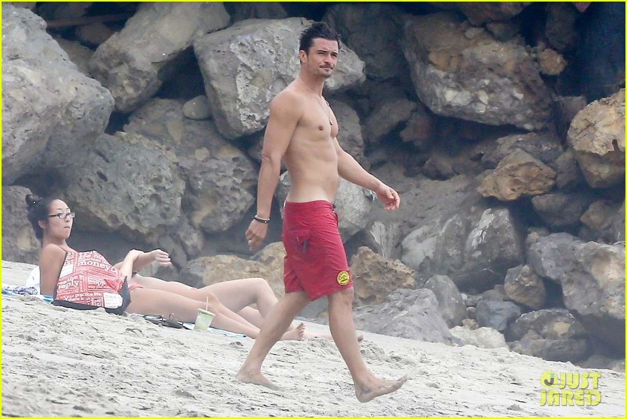 orlando bloom goes shirtless in malibu for labor day weekend 323950553