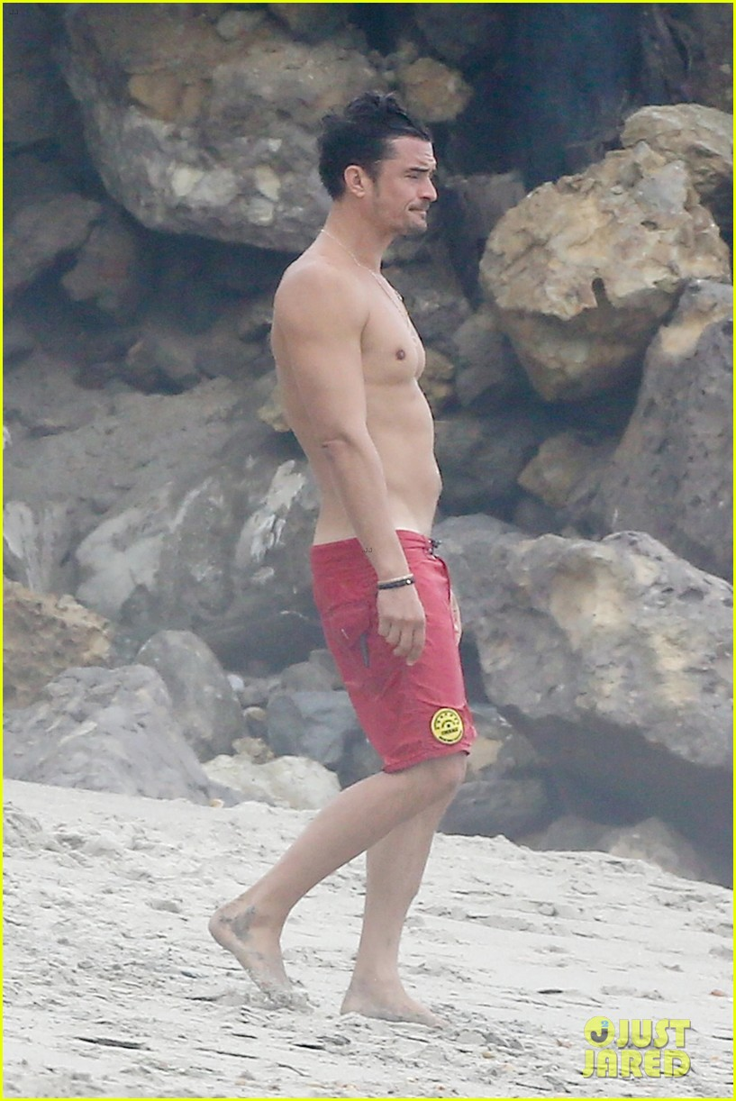 orlando bloom goes shirtless in malibu for labor day weekend 333950554