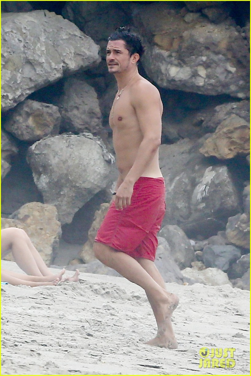 orlando bloom goes shirtless in malibu for labor day weekend 373950558