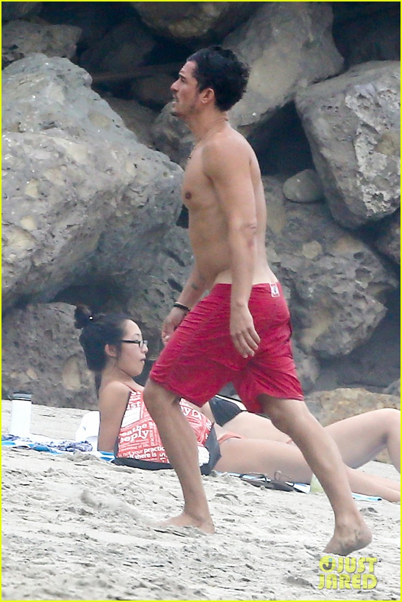 orlando bloom goes shirtless in malibu for labor day weekend 413950562