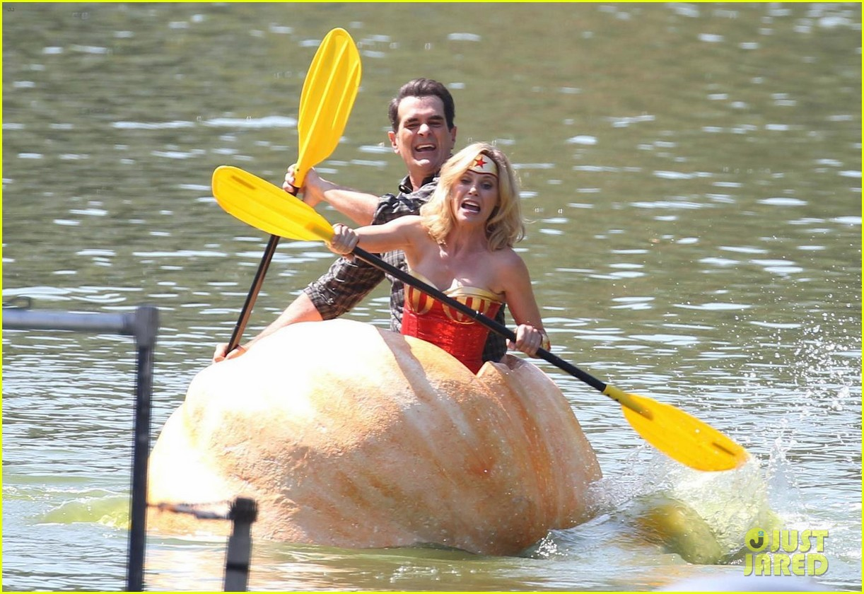 julie bowen dresses as wonder woman paddles in bread bowl canoe 013952954