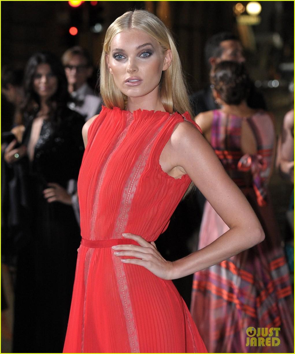gisele bundchen receives honor at green carpet fashion awards 033963788
