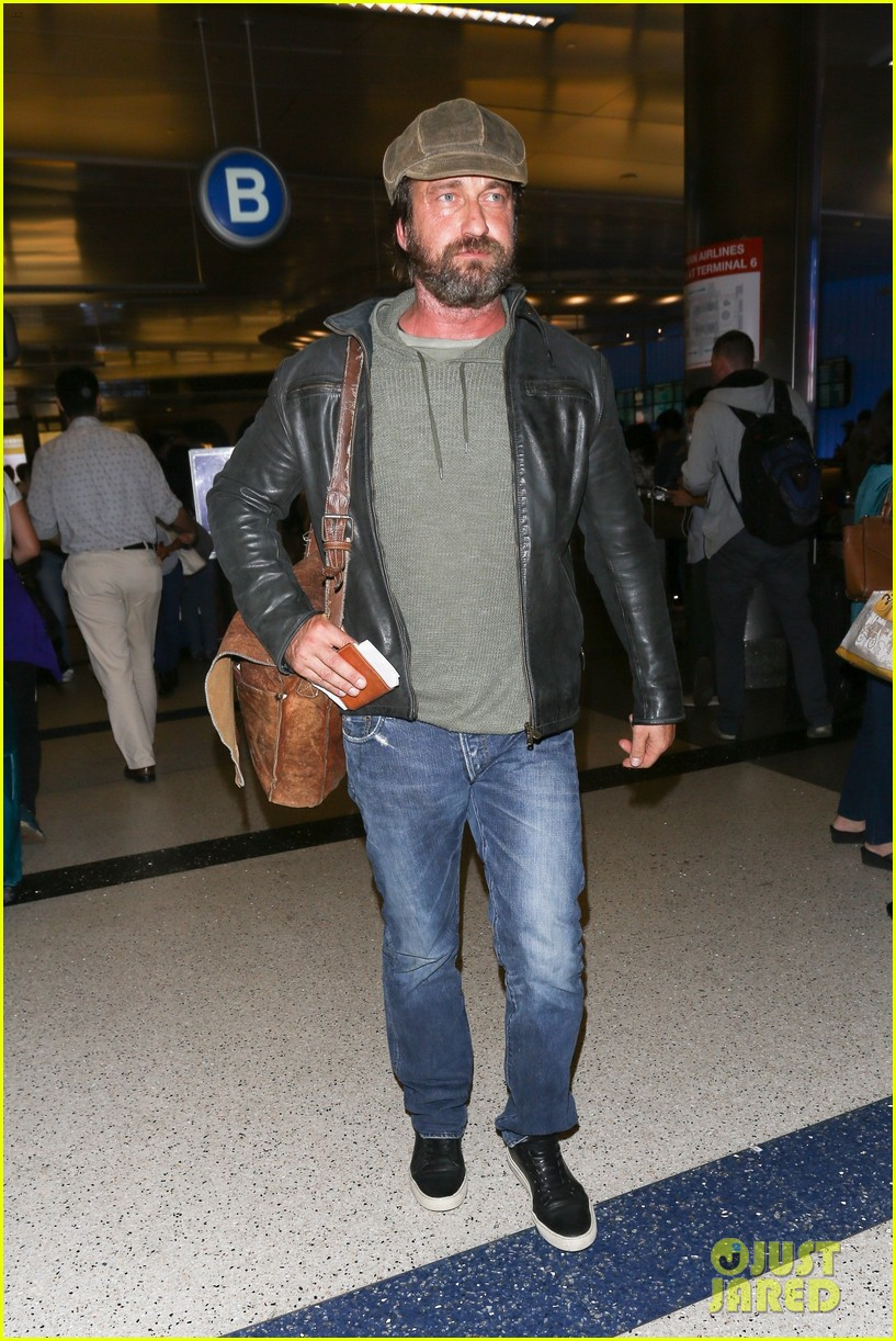 gerard butler lax airport arrival 02