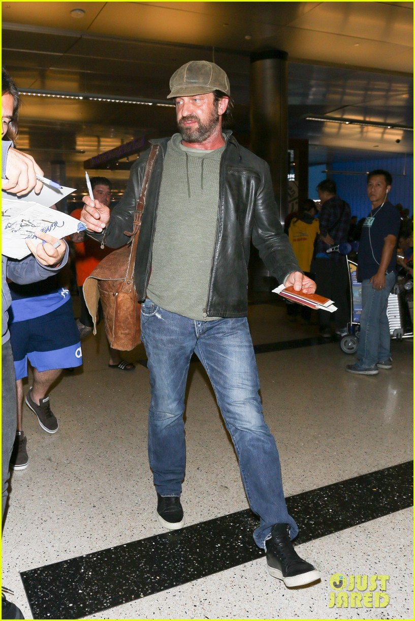 gerard butler lax airport arrival 033961290