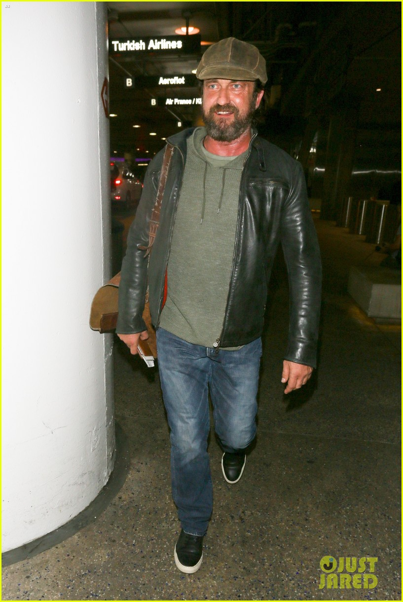 gerard butler lax airport arrival 053961292