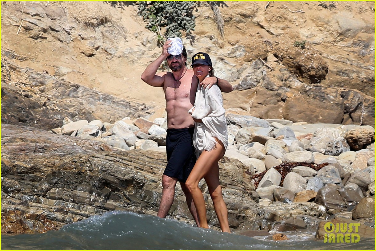 gerard butler shirtless on the beach 063955689