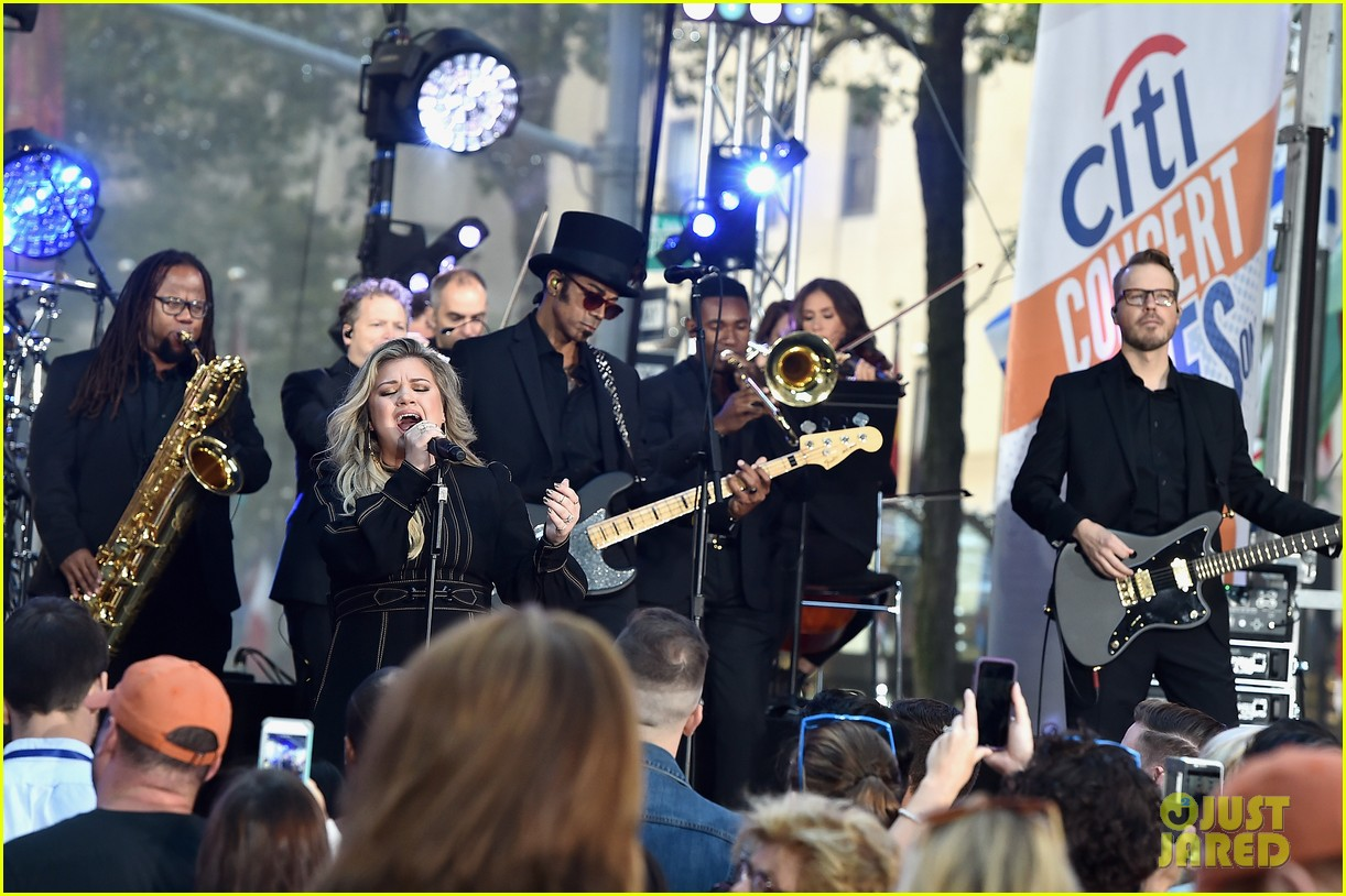 kelly clarkson performs new songs during today show