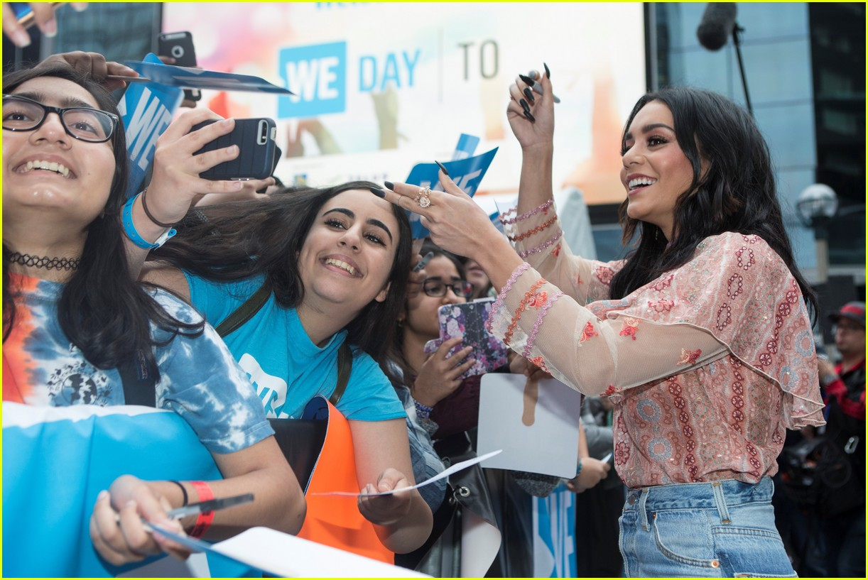 kelly clarkson and vanessa hudgens inspire youth at we day 033966146