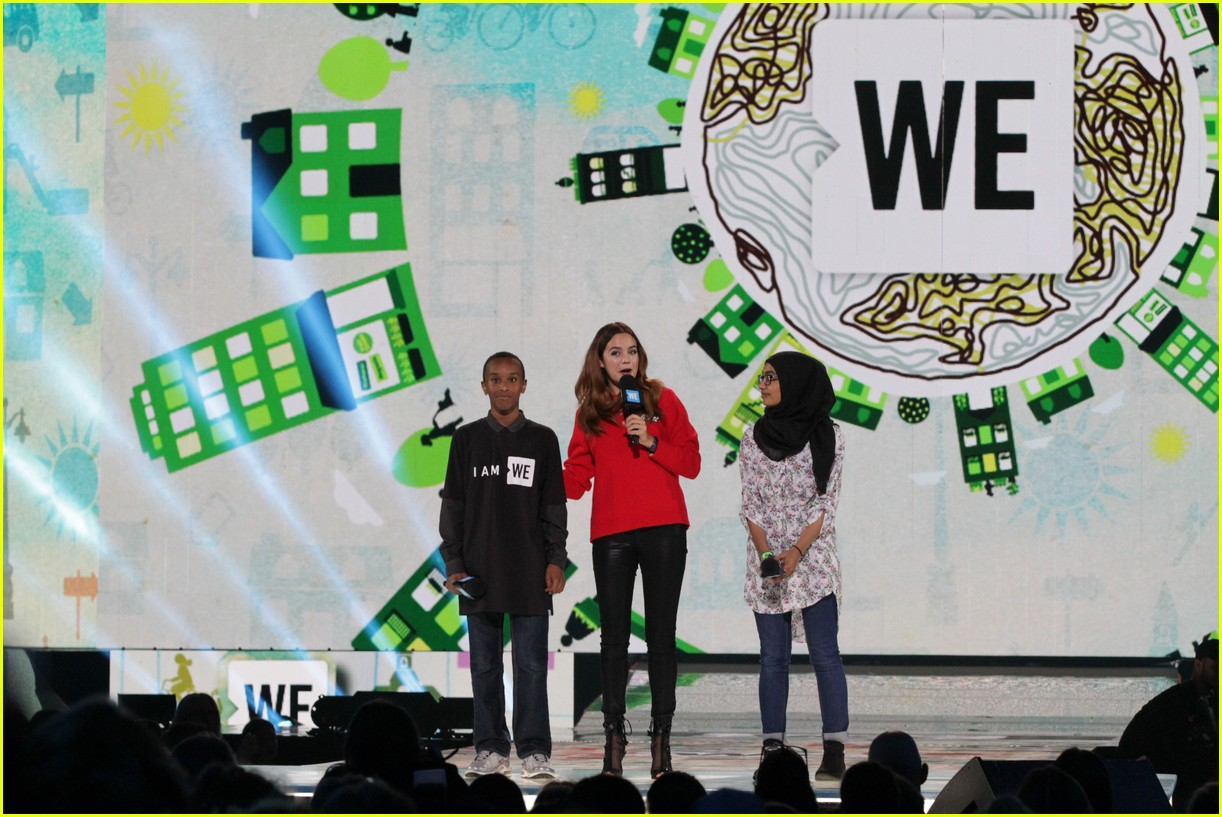 kelly clarkson and vanessa hudgens inspire youth at we day 093966152
