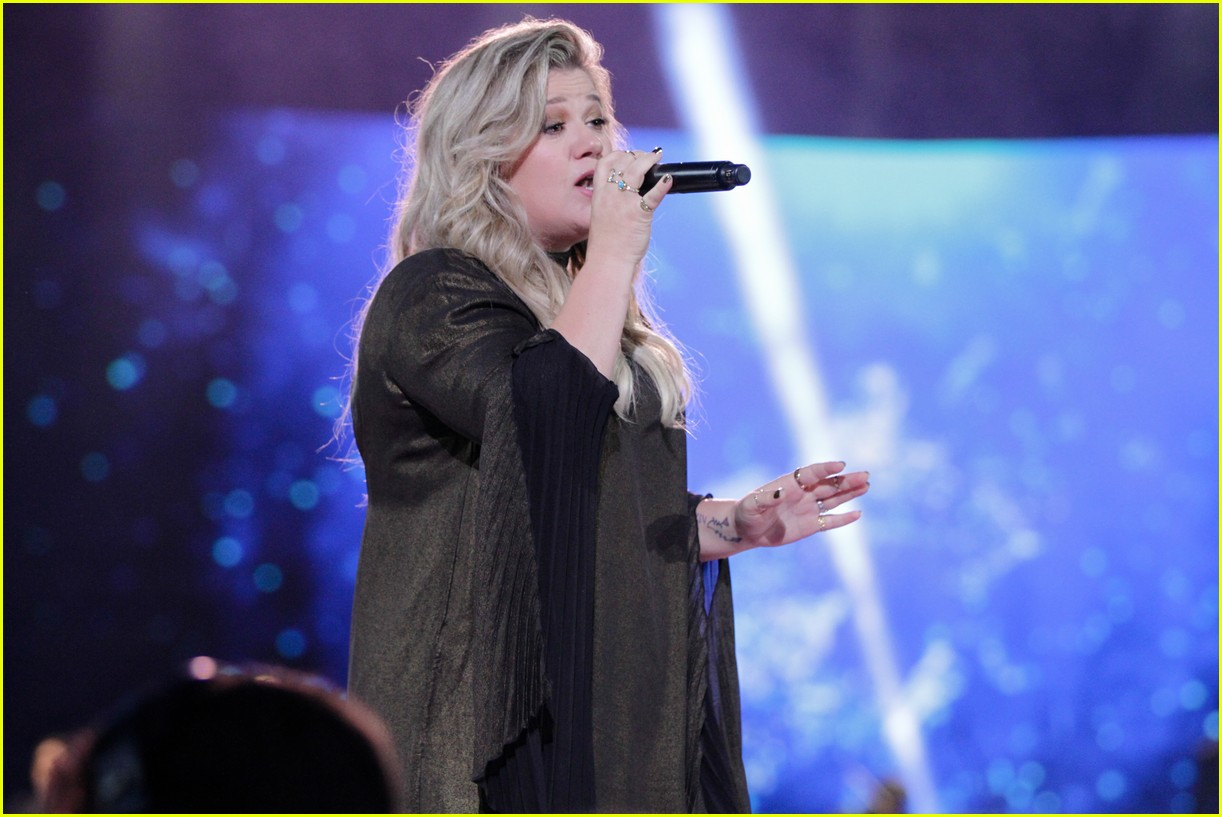 kelly clarkson and vanessa hudgens inspire youth at we day 103966153