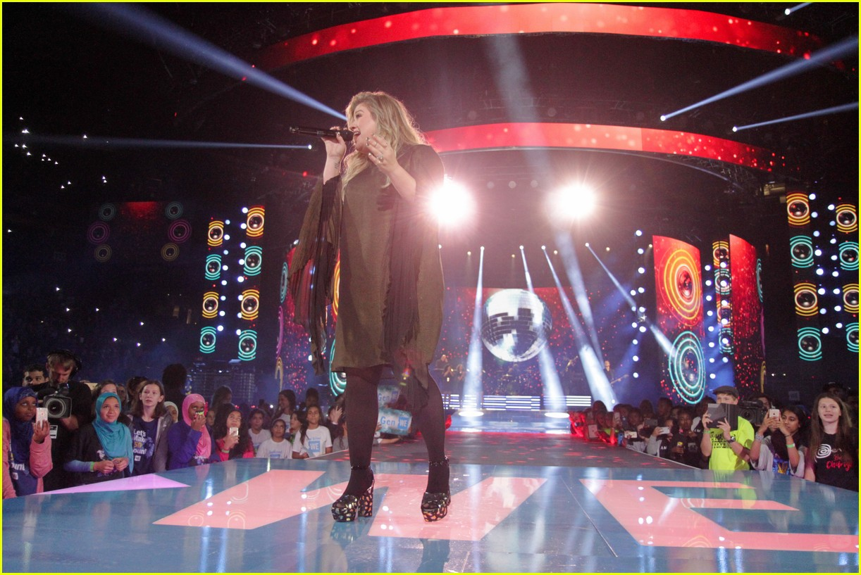 kelly clarkson and vanessa hudgens inspire youth at we day 113966154