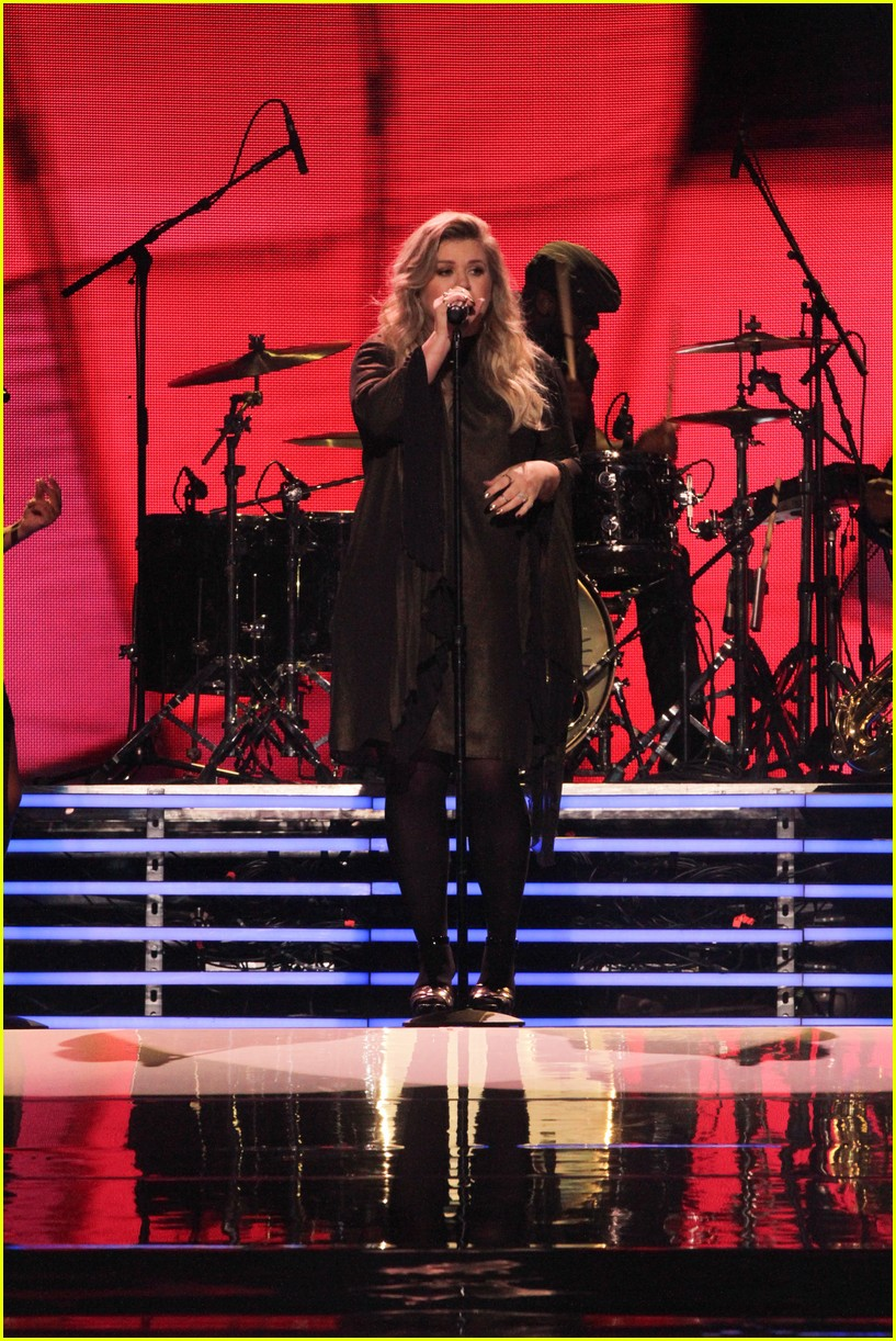 kelly clarkson and vanessa hudgens inspire youth at we day 123966155