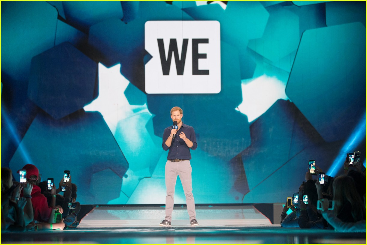 kelly clarkson and vanessa hudgens inspire youth at we day 183966161