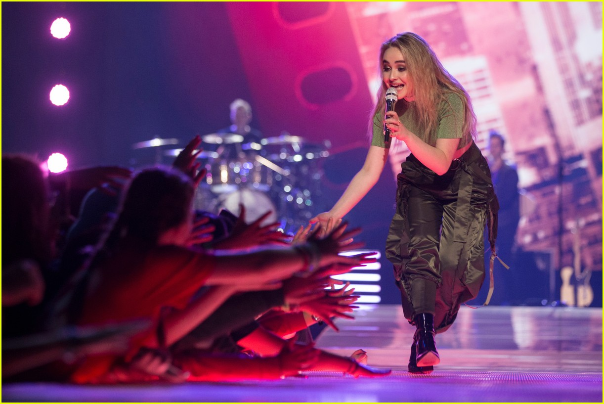 kelly clarkson and vanessa hudgens inspire youth at we day 193966162