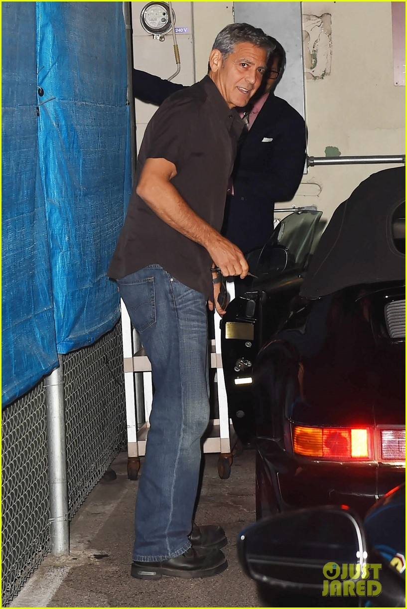 george clooney flahses his pearly whites during guys night out with rande gerber 043958889