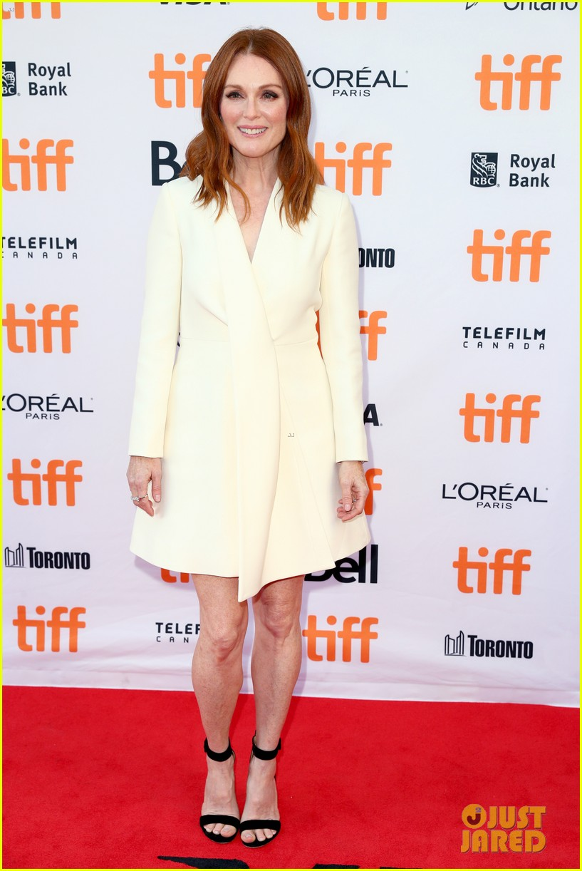 george clooney julianne moore bring suburbicon to tiff 013953794